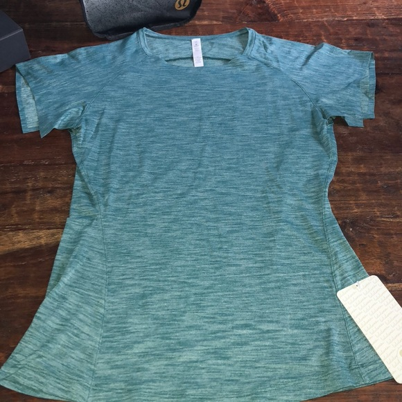f87e4e3759  NWT  LULULEMON  Go Take Off Tee in Heathered Teal